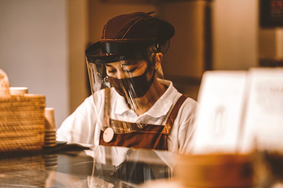 Polymethylmethacrylat als Face Shield gegen Viren