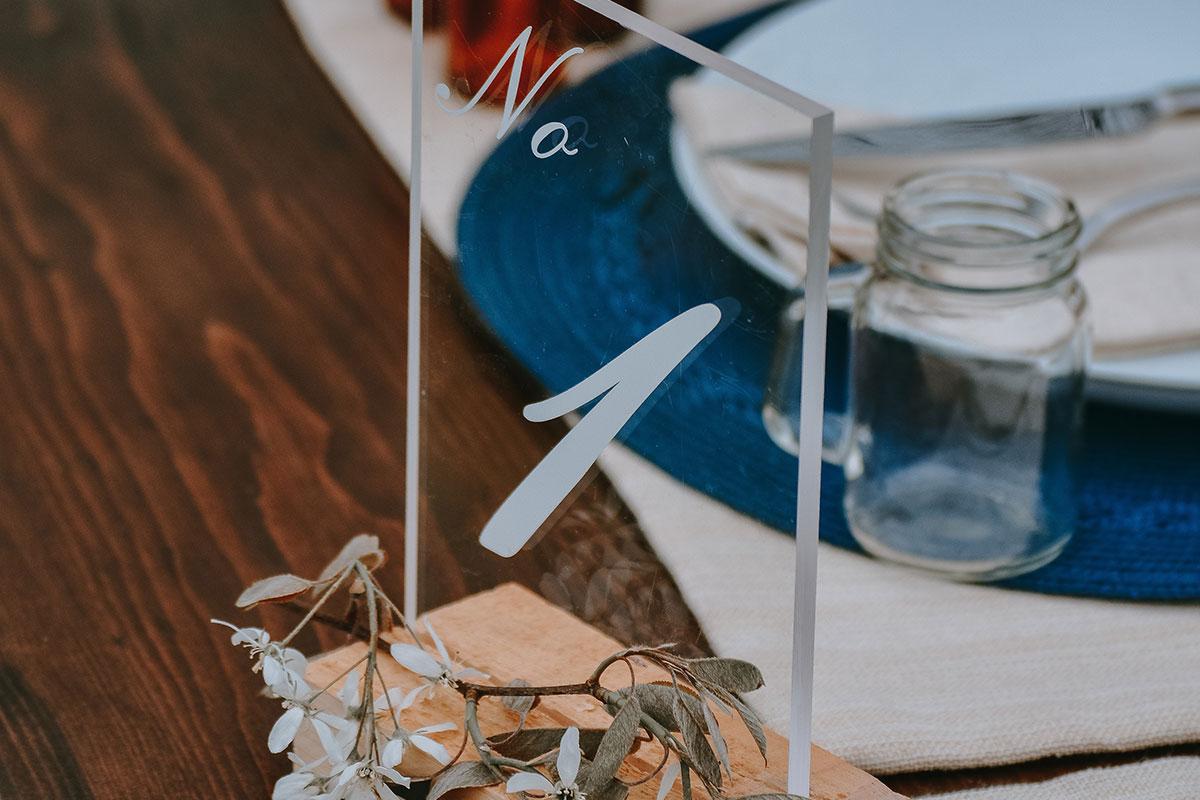 Polymethylmethacrylat als Tischaufsteller